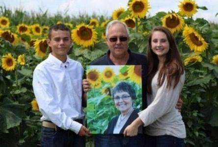 Man Plants Four Miles Of Sunflowers To Honor His Wife